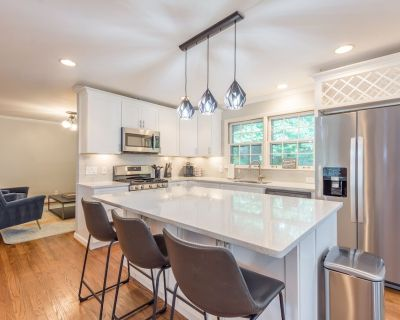 Beautiful and Quiet Newly Renovated 4 Bedroom Retreat - NO PARTIES - - Sandy Springs