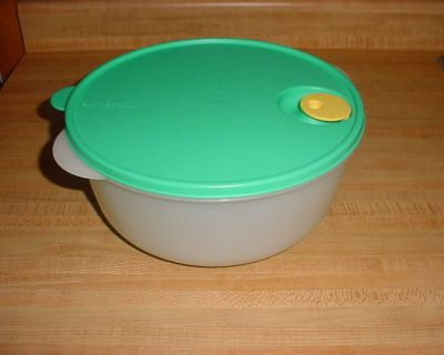 Barely Used Vintage Tupperware CrystalWave 10 Round, 4 Quart Microwave Reheatable Deep Bowl With Rocker Vent. This Container Allows...