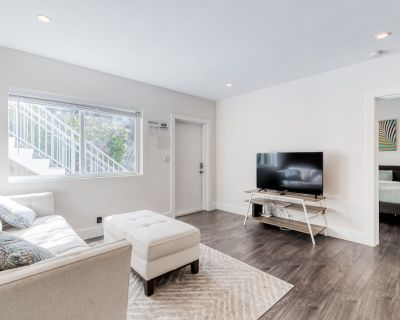 Dog-Friendly, Ground Floor Condo w/ High-Speed WiFi, Shared Gas Grill, and Patio - Victoria Park