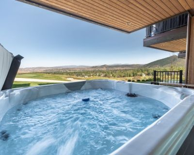 Walk to Skiing Exceptional 4 Bedroom+Den (5 bedroom) Private Hot Tub Golf Course Views Pool - Park City