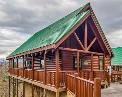 Social Distancing with Mtn Views! Self check-in. Close to Smoky Mtn Nat l Park. - Pigeon Forge