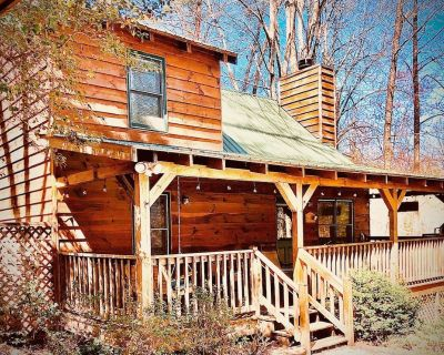 Hot Tub/Game Room/Fireplace and pit, very private, a little taste of heaven! - Dahlonega