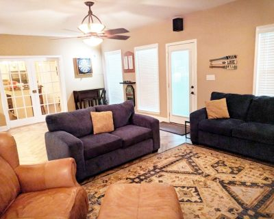 Spacious Southern Retreat- Stay 3 nights & cleaning fee is waived. - Buford