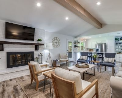 Newly Renovated! - Charming Chaparral - Grapevine