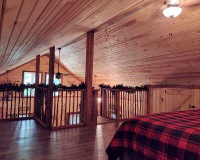 Rustic River Cabin Getaway - Annapolis