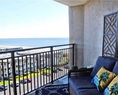 * Newly Renovated Beach Condo! * Hardwood Flooring * Beautiful Ocean Views * - Central Myrtle Beach