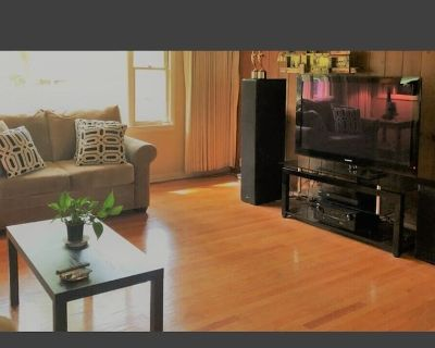 2BR Luxury home & Office near Children's Hospital & MCH Dogs Short or Long Term - Wauwatosa