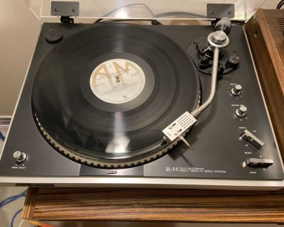 JVC fully automatic stereo turntable