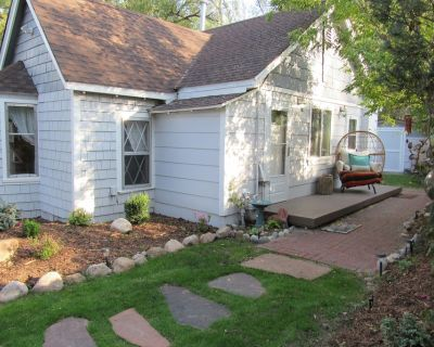 Charming, Peaceful and Newly Renovated 2 Bedroom Cottage! - Southwest Colorado Springs