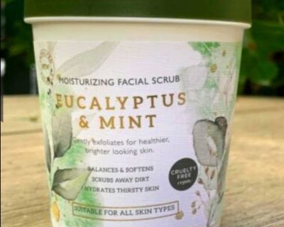 NEW Eucalyptus & Mint Moisturizing Facial Scrub