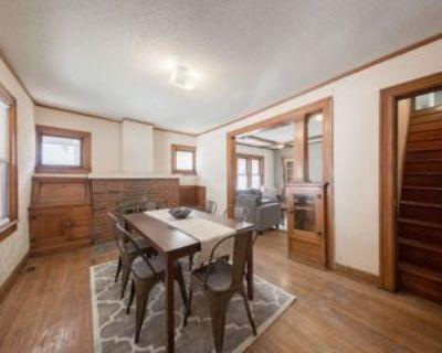 4637 Wyoming StreetBEDROOM 1Bhttps://livehomeroom.com/genessee #Bedroom 1b, Kansas City, MO 64112 1 Bedroom Apartment