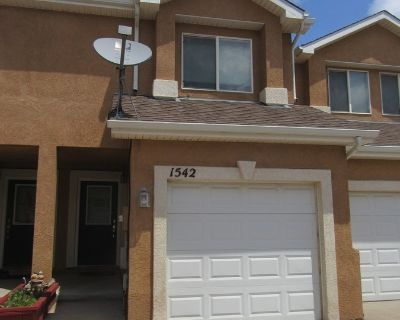 Gorgeous west side townhome w/GREAT VIEWS!!!! Available Mid-September