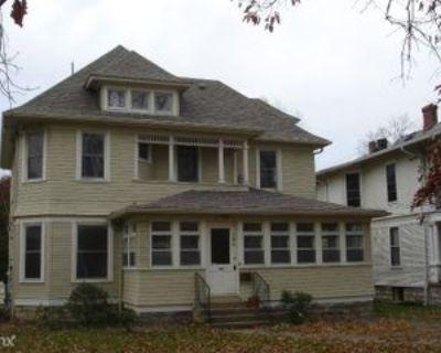 104 Crescent Ct, Louisville, KY 40206 2 Bedroom Apartment