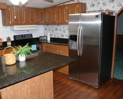 5-Bedroom, 3-Bath Family Cabin - Shreveport