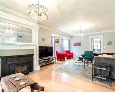 Milwaukee's Finest- Stunning 6 Bd Governor's Manor - Milwaukee