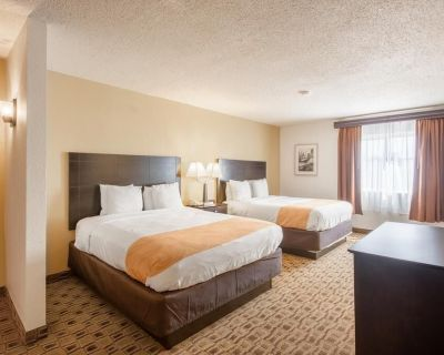 Quality Suites -2 Queen Suite Smoking - Wichita