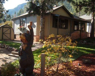 2BR 1.5bath sleeps 6 W/Hottub and WIFI, Pet friendly, non-smoking - Green Mountain Falls