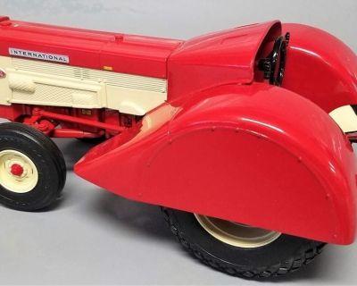 """Model Tractor"" International 460 Grove Diesel ""ERTL"" 1st Collector"