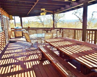 Quit Dreaming come stay at this Pet Friendly Home at Lake Nacimiento! - Oak Shores