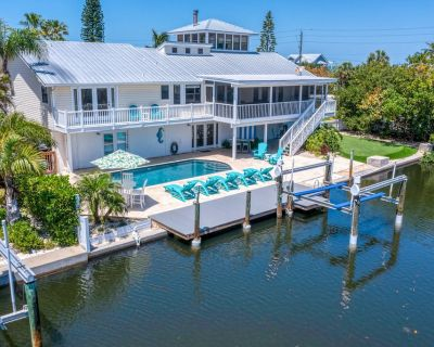 Canalfront Island Gem w/ Heated Private Pool, Dock, & Ping-Pong Table! - Anna Maria