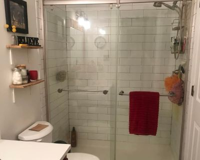 Private room with shared bathroom - Gaithersburg , MD 20882