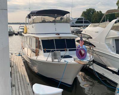 1985 Pearson 43 Motor Yacht
