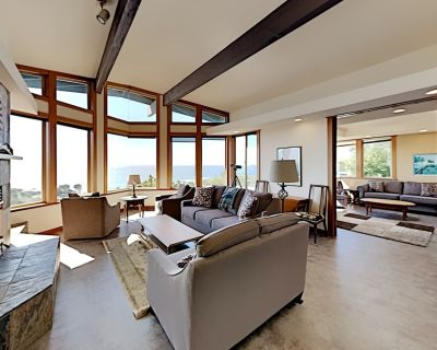 Stylish Coastal Getaway | Private Spa & Stunning Ocean Views | Walk to Coast - Lodge Hill