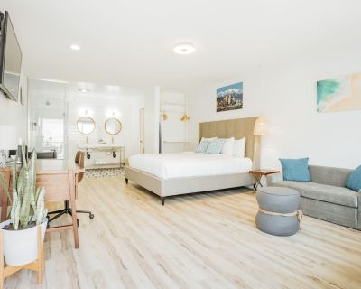 SKS - Superior Room, 1 King Bed with Sofa bed, Non Smoking - Belmont Shore