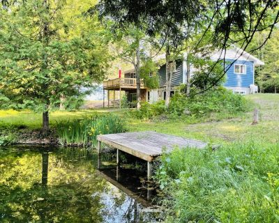 Ted's Place, an Up North Getaway on small fishing pond and creek! - Manton
