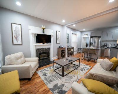 Updated Duplex - Perfect Getaway for 2 - Baker