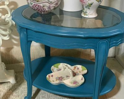 Vintage Side Table with Glass top & Shelf!