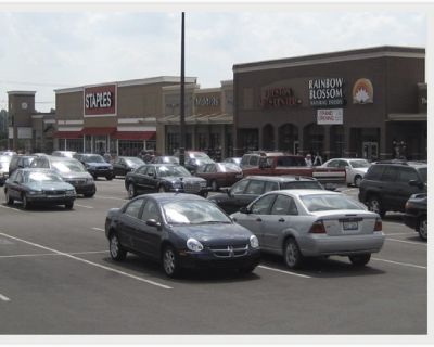 Great Front Retail Space in Gardiner Lane Shopping Center