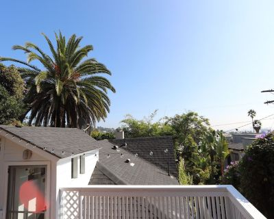 This Gorgeous 2 story Hollywood bungalow is in the very center of everything LA! - Hollywood Hills