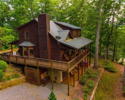 New Gourmet Kitchen, 132 great reviews, 3 levels for privacy,2 fireplaces,hottub - Hiawassee
