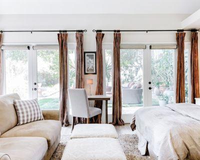Private guest house studio retreat w/pool & spa - Altadena