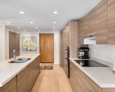 Fully furnished Spacious suite with water and mountain views in Coal Harbour - Coal Harbour