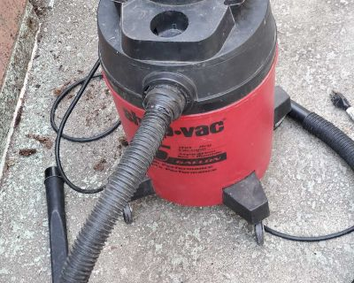 5 gallon wet dry Shop Vac with hose, filter and attachment