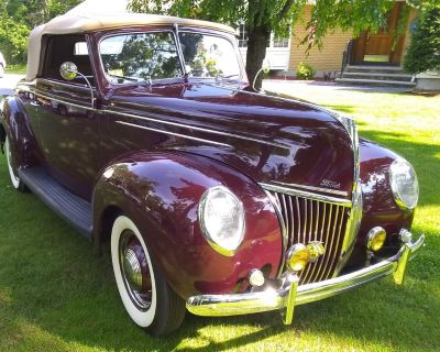 1939 Ford Deluxe Roadster 0