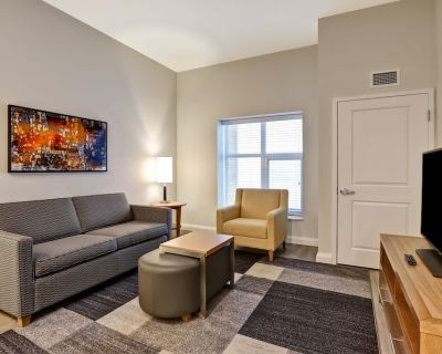 Fully Furnished Short Term Luxury Rental Apartment - Private 1 Bedroom, 1 Bath - Kanata
