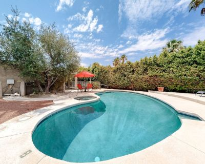 Updated Dog-friendly Home W/private Pool, Patio, Pool Spa, Gas Fireplace - Palm Springs