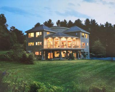 Mountaintop Modern Home, spacious living areas, outdoor venues & lovely vistas - Shattuckville