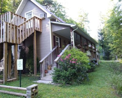 Cozy 2 room loft apt. top floor of country cottage with private bath & entrance - Clay County