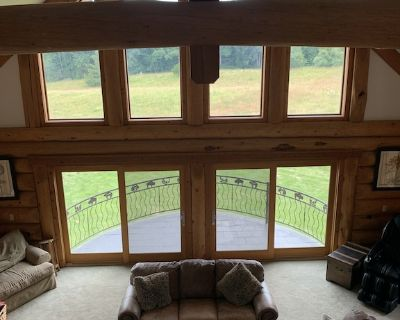 Enjoy the peacefull county only 10 miles north of Columbia in a custom log home. - Boone County