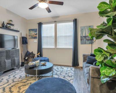 Bright Ingleside Apartment w/ Full Amenities + Gym