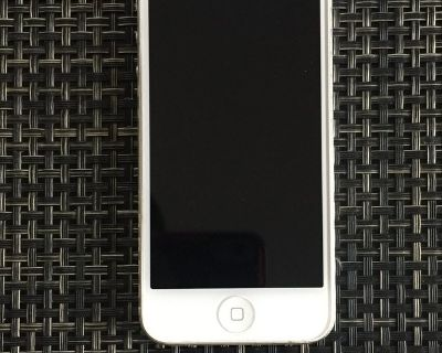 Apple iPhone 5, 16gb (perfect condition) with cases