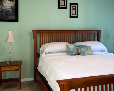 Private room with own bathroom - Iona , FL 33908