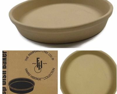 Deep Dish Baker, Pampered Chef Stoneware, Family Heritage collection...