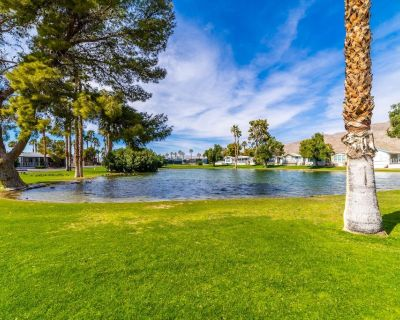 Quiet lakefront mobile home with mineral hot springs pools, complimentary wine. - Desert Hot Springs
