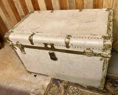 Painted steamer trunk shabby chic