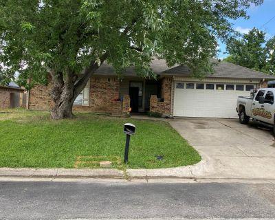926 Robinwood Dr, Arlington, TX 76017